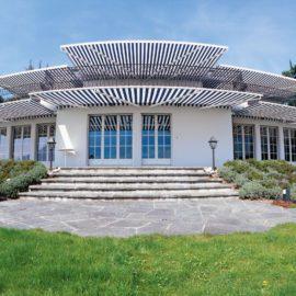 Toldos, pérgolas y otras opciones para protegerte del sol en el exterior de tu casa